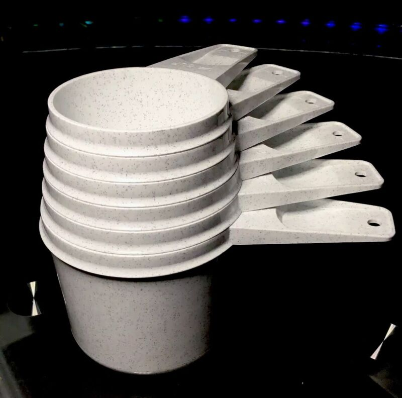 TUPPERWARE NEW VINTAGE STOCK 6 Pc Set STACKABLE MEASURING CUPS #761-766