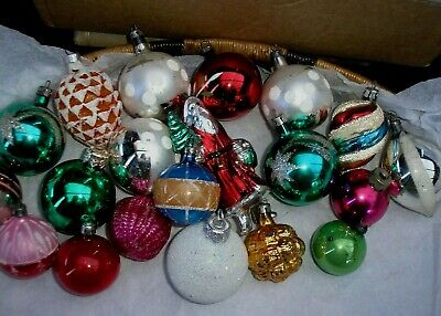 20 X  VINTAGE CHRISTMAS  GLASS BAUBLES BETWEEN 10 - 4 cm