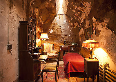 Al Capone Prison Cell 8X10 Photo Mafia Organized Crime Mobster Mob Picture Pa
