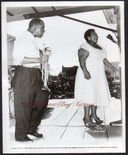 LOUIS ARMSTRONG jazz trumpeter singer VELMA MIDDLETON 1957 Vintage Orig Photo