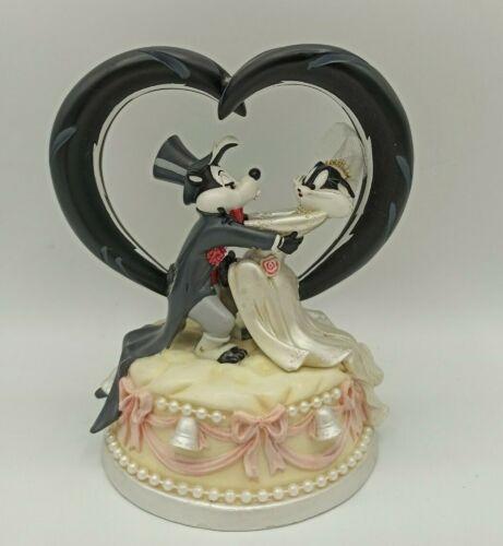 VINTAGE Warner Brothers Wedding Cake Topper Pepe Le Pew & Penelope