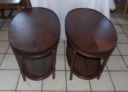 Pair Mahogany Carved Book Match Veneer End Tables / Side Tables  (T722)