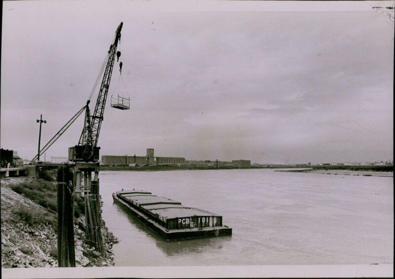 LG829 1974 Original Photo MOVING OUT Missouri River Barge Kansas City Crane