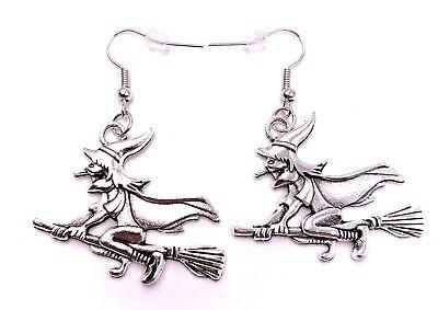Böse Hexe auf Besen Ohrringe Ohrschmuck Anhänger Silber Metall