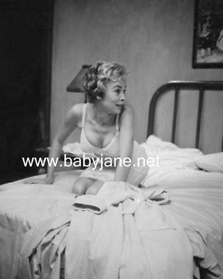 046 PSYCHO JANET LEIGH SEXY IN BRA ON BED CANDID PHOTO