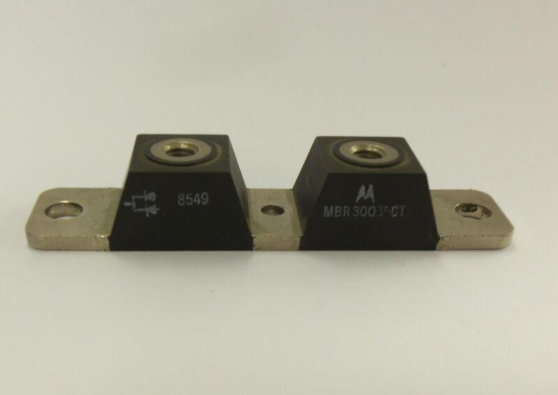 MBR30035CT - 300A 35V Schottky Barrier Rectifier - Motorola