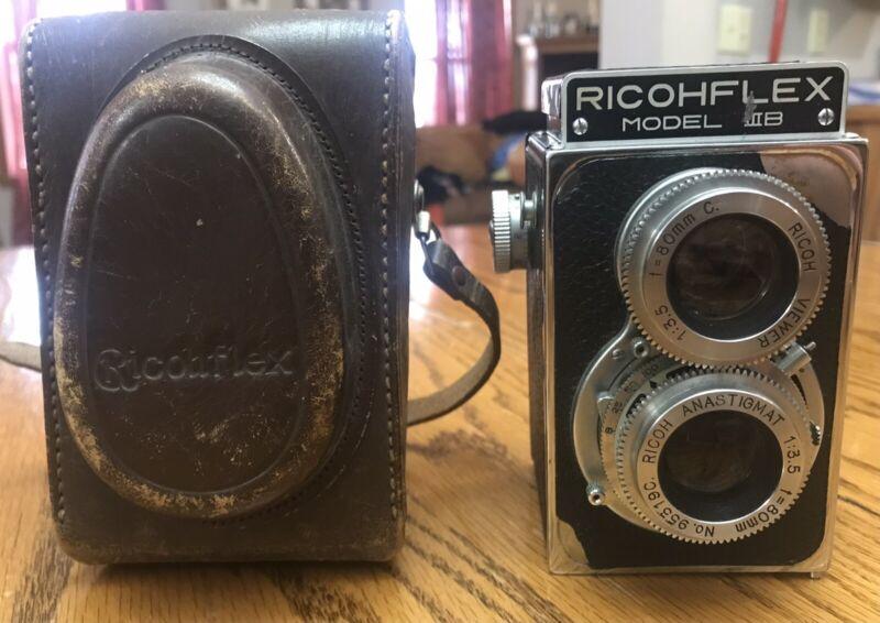 Vintage Ricohflex Model IIIB (3B) Camera -Twin Lens With Leather Case