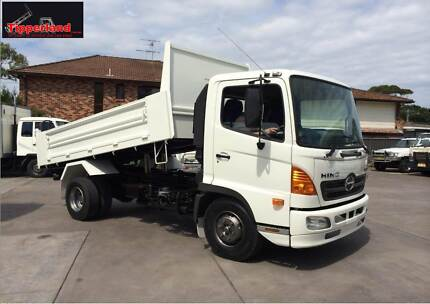 2005 HINO FC TIPPER - AS NEW  with two way tailgate and low km Sylvania Sutherland Area Preview
