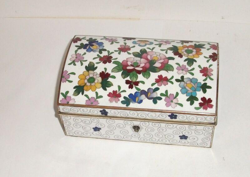 JAPANESE FLORAL CLOISONNE WHITE ENAMEL TRINKET JEWELRY TRUNK LOCK BOX WITH KEYS