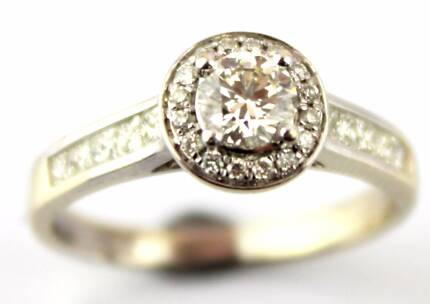 18ct White Gold Five Diamond 0 91cts Engagement Ring Size G