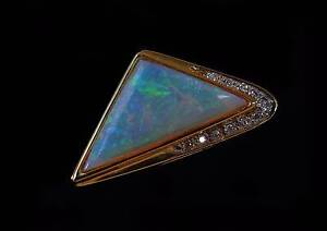 18CT GOLD 12 STONE OPAL AND DIAMOND PENDANT Stanthorpe Southern Downs Preview