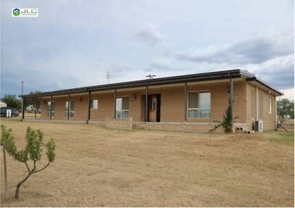Wallangarra Via Stanthorpe - Huge 3-5 Bedroom Home + Granny Flat