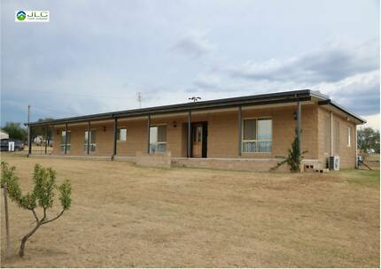 Huge 3-5 bedroom Brick Home + Self Contained Unit on 2023m2