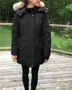 Down-filled black parka size Small