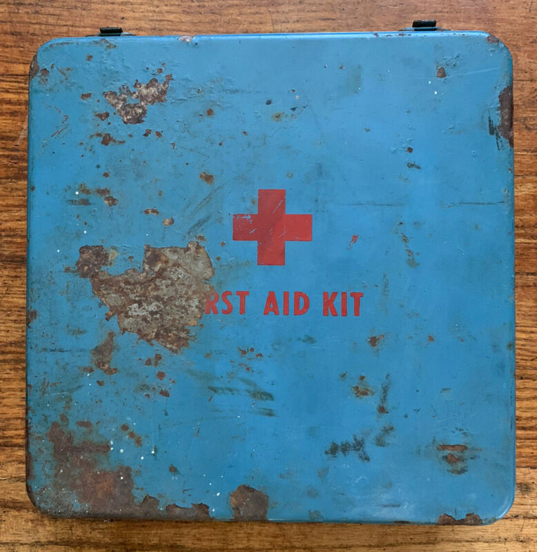 VINTAGE FRAASS SURVIVAL SYSTEMS USDA TYPE III FIRST AID KIT Blue Red Gauze Etc
