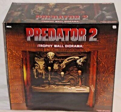 NECA Predator 2 TROPHY WALL DIORAMA Reel Toys Cult Horror Movie w/ ALIEN SKULLS