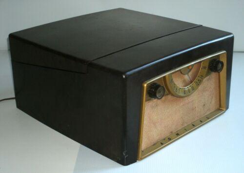 Vintage Admiral Bakelite Phonograph Radio
