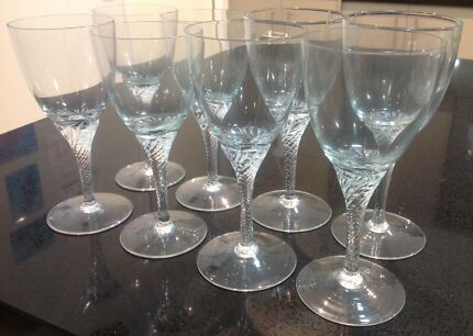 Eight (8) Vintage Retro Twisted Stem Wine Glasses in EC!!!