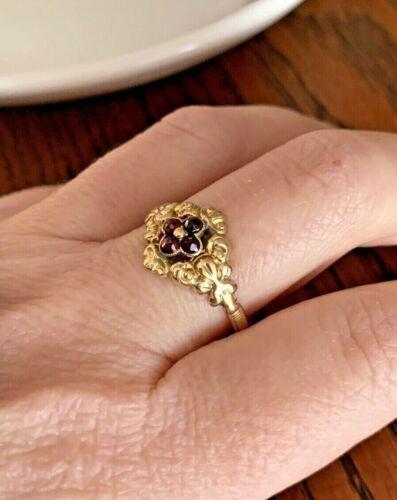 Antique VICTORIAN 14k GOLD Ring Foiled GARNET Closed Back Rose Cut Cluster RARE