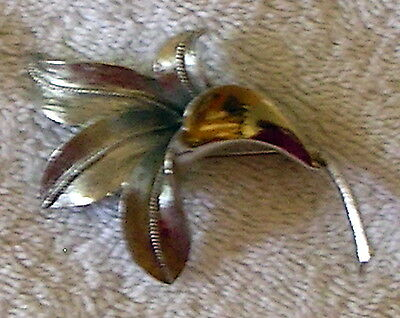 Vintage Fashion textured LILY flower CORO BROOCH pin silver tone Estate find