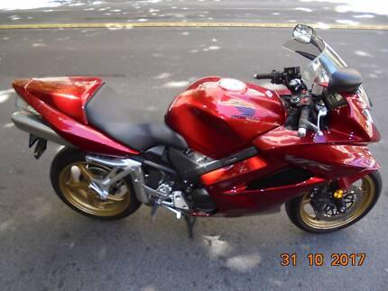 2012 RED HONDA VFR800
