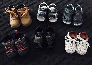 6 paires de souliers pour bébé garçon