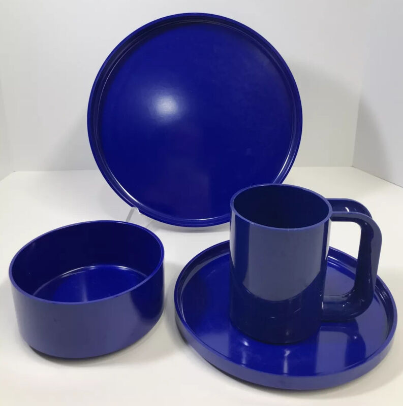 Heller by Massimo Vignelli design, Navy Blue Melamine Dinnerware 4 Piece Set EUC