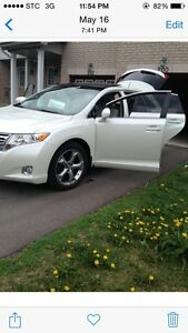 2009 Toyota Venza V6 AWD   PANORAMIC Roof Low Milage