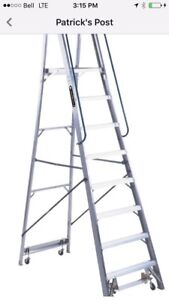 STEP LADDER W/CASTERS
