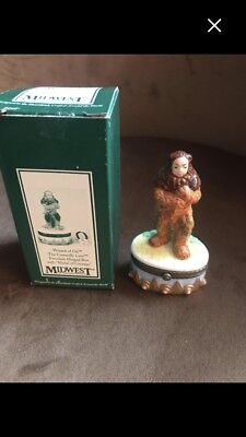 Cowardly Lion In Wizard Of Oz (PHB Wizard of Oz Cowardly Lion Trinket box with courage inside. New in)