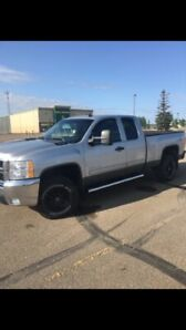 2500 HD CHEV  GAS ONLY 88000kms