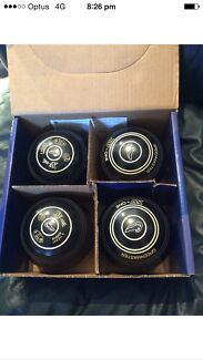 Greenmaster lawn bowls XV-one size 4 heavy black Maitland Maitland Area Preview