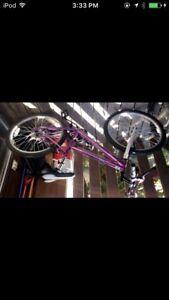 Purple adult bike with a lock and 2 keys