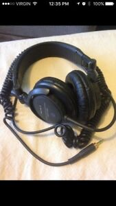 Écouter Sony MDR V-500