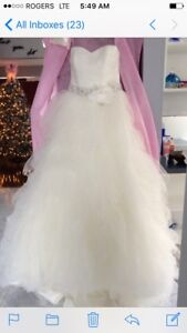 Beautiful Breathe Taking Ivory Wedding Gown Very Affordable