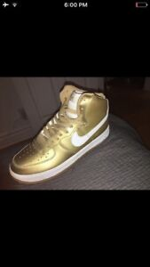 Nike shoes gold size 11