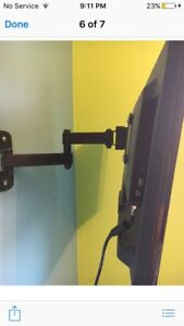 20 inch insigna tv with wall mount and DVD player