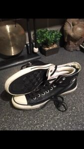 EUC Converse Leather Hightops. Size 9