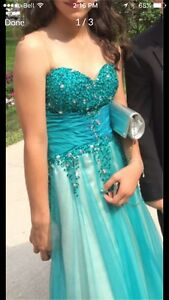 Gorgeous prom dress size 04 worn once