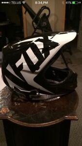 FOX V1 Motocross Helmet | Size Medium TEXT OR CALL