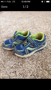 Saucony running shoes, size 5