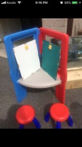 Kids easel and table