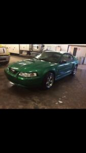 2001 Ford Mustang very clean