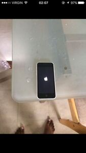 selling iphone 5C for 150$