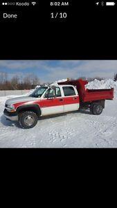 2001 HEAVY CHEVY 3500 4x4  DUMP TRUCk 6.0L GAS