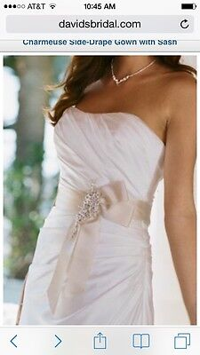 NEW Ivory elegant wedding dress size 10 but fits size 6