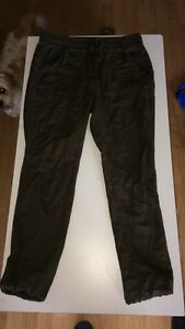 size small garage cargo pants $15