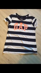 Women's Gap shirt. Size L. New
