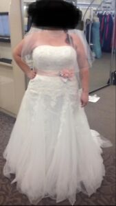 Size 20,  Wedding Dress, new WITH TAGS