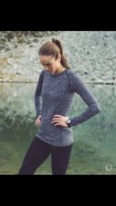 2 colors of Lululemon restless pullovers size 6